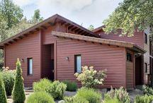 Casa Montseny / Casa de estructura de madera, forjado sanitario con vigas de madera, grandes ventanales, diseño bioclimático.