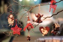 Kika karácsony / A karácsonyi otthon számomra egy karácsonyi csodavilág, amikor minden ünnepi köntösbe bújik. A hagyományos karácsonyi színeket kedvelem, mert az időtálló, és harmonikus. Imádom a Kikát és a karácsonyt is , januártól új lakásba költözöm, és szeretném otthonná varázsolni :)