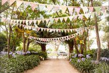 Wedding theme: garlands - Bruiloft thema: slingers / Slingers zijn altijd feestelijk en vrolijk. Zeker op een bruiloft als thema verwerkt in alle decoratie. / by Wedspiration - leuke ideeen voor je bruiloft