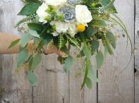 bridal bouquets flowing and organic / Whether you are looking for bespoke, rustic chic, boho or country glam...these beautiful bouquets are for you