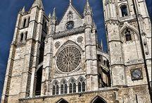 Art religieux / Cathédrales églises chapelles  / by Rosy