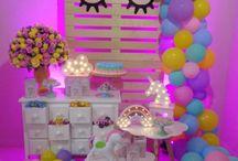 Festa Unicornio / ideias e inspirações para você arrasar na sua festa de unicórnio. Tem várias ideias de decoração, mesa, painéis, balões, tudo para sua festa ser incrível!
