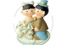 Marturii de nunta / Marturiile reprezinta mici daruri care se ofera invitatilor in semn de multumire pentru participarea la eveniment. Acestea sunt foarte variate, incepand de la cutiute si pana la magneti si sunt create din sticla, ceramica si alte materiale.