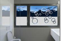 Sichtschutzfolie Badezimmer / Wohlfühlen und Kraft tanken mit einer maßgefertigten Fensterfolie für das Badezimmer