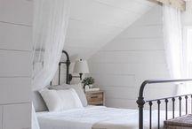 Vanha sänky vierashuone
