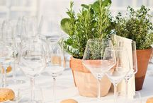 Tuscan Garden Wedding / Wedding inspiration & ideas for a beautiful Italian garden wedding reception. Country chic theme, delicious food and rustic flower decorations: lemons, olive branches, burlap ribbon and lots of love!