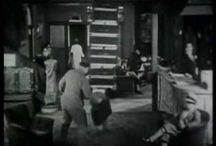 Spelvorm: Slapstick / Slapstick is een vorm van komedie waarin lichamelijke acties de hoofdrol spelen. Hier een aantal voorbeelden van slapstick bruikbaar binnen de dramales.