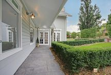 Hamptons Resort-Style / Sit back and relax with these Hamptons resort-style homes that ooze a laidback vibe.