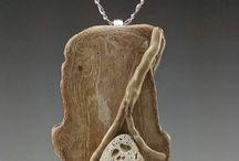 joyas madera piedras
