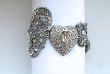 """Novias en plata / Piezas """"Cristina Cárdenas"""" para novias que tienen claro que lo que les gusta es la PLATA!! Dan mucha luz a la cara o a el vestido, tanto si es un brazalete o un cinturón..."""