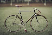 Fixed-Gear Bicycle / A single-gear or single-speed bicycle is a type of bicycle with a single gear ratio. These bicycles are without derailleur gears, hub gearing or other methods for varying the gear ratio of the bicycle.