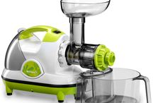 Kuvings - Masticating Slow Juicer NJE / This masticating slow juicer employs a low speed extraction method (80RPM) for minimal heat build-up and oxidation to retain healthy enzymes and provide longer lasting juices. It has a powerful heavy-duty motor and efficient low-speed masticating technology. It can quickly and quietly juice fibrous fruits and leafy vegetables, extrude pasta, grind coffee beans and spices, mince herbs and garlic, and whip up soy milk.
