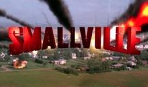 Filmsorozat: Smallville / A Smallville egy amerikai-kanadai televíziós sci-fi kaland sorozat. Cselekménye: Az ifjú Clark Kent még szuperhőssé válása előtti kalandjait követi nyomon a Smallville nevű kansasi kisvárosban. A sorozatot 2001-2011 közt vetítették, 10 évadból és 217 részből állt.