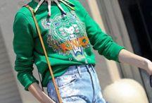 Street Style New York Xuân Hè 2013 / Những sắc màu tươi trẻ rực rỡ khoác lên thành phố hoa lệ New York một vẻ tươi mới và tràn đầy sức sống. Có thể bắt gặp đâu đó trên những con phố thời thượng những xu hướng mới nhất của mùa Xuân Hè này như sắc xanh cobalt nổi bật, họa tiết carô, họa tiết đầu thú, tân tối giản... - See more at: http://www.elle.vn/content/street-style-new-york-xuan-he-2013#sthash.QHQtTBax.dpuf