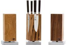BLOCKWERK / Blockwerk - fertigt in eigener Manufaktur Messerblöcke aus Edelhölzern. Es handelt sich dabei nicht um Massenanfertigung, sondern um in sorgfältiger Handarbeit hergestellte Einzelstücke, denn jeder Block ist durch seine individuelle Maserung des Holzes ein Unikat und besitzt entsprechenden Wiedererkennungswert.
