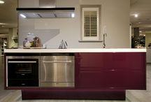 Aubergine kleur keuken met push pull