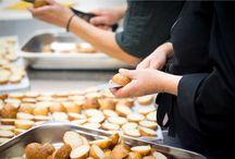 Chez nous, tout est fait maison ! / Dans notre atelier de production, nous fabriquons tous les produits que nous vendons y compris les viennoiseries, les pains de mie, les pâtes à tarte...