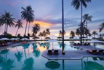 Infinity edge pool / The popular spot of our resort offer panoramic view of gulf of Thailand. Watch the local lives pass by as our resort is situated between two fisherman villages. Enjoy variety of refreshment, beverage and comfort food which is served by our friendly staff