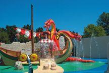 Top 10 zwembaden / Kinderbaden, waterglijbanen, stroomversnellingen of een ruim bad om baantjes te zwemmen. De meeste campings bij Canvas Holidays hebben geweldige zwembaden. Het kiezen van de tien beste zwembaden viel nog niet mee.