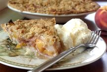 Thanksgiving Desserts / Recipes and inspirations for your Thanksgiving dessert table.