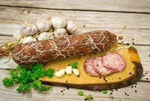 Podlaskie mięsne smaki / Tradycyjne podlaskie przetwory mięsne o niepowtarzalnym smaku, wędzone tradycyjnie, bez fosforanów, białek sojowych, czy glutaminianu sodu.