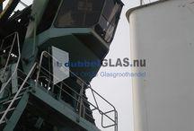 Montage veiligheidsglas hijskraan / Nieuw glas geplaatst in de cabine van de hijskraan