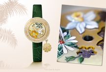 Summer Selection 2015 / Enjoy a colorful summertime with a selection of Van Cleef & Arpels' iconic collections such as Perlée and Charms. Various pieces can be worn in infinite ways to express a unique and personal style.
