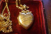 9ct mizpah locket and chain