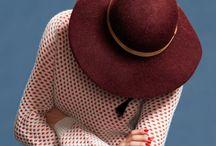 de sombreros, abrigos y lunares