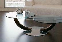 Skleněné konferenční stolky / Středobod obývacího pokoje, kolem kterého se děje to nejdůležitější.