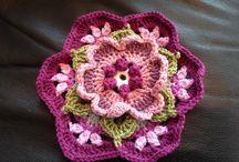 вязаные пледы и ковры из цветов Фриды