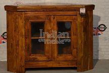 Kolekcja Granary / Szafka narożna wykonana z drewna akacji w ciepłym odcieniu.  Wprowadzi niepowtarzalny charakter do pomieszczenia utrzymanego w stylu kolonialnym, orientalnym jak i nowoczesnym.  Kształt mebla sprawia , że jest on bardzo praktyczny, posiada dużą przestrzeń do przechowywania.  Komoda prezentuje się naprawdę efektownie , jest masywna i solidna z całą pewnością posłuży Państwu przez długie lata.