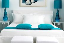 Sypialnia szaro-turkusowo-biała