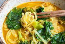 Suppenhimmel / Ich liebe Suppen. Am liebsten in allen Variationen. Ob türkische Suppen, asiatische Nudelsuppen oder eine einfache Tomatensuppe. Ich liebe sie alle! Auf dieser Pinnwand sammle ich einige Suppen Rezepte.