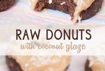 Raw Vegan Treats / Raw vegan recipes / no bake / food photography inspiration
