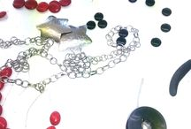 Beads and metals jewellery seminar / An opportunity to learn the composition from its base. A basic tutorial for the jewelry manufacturing and composition. By making all elements from the students up in  processing alpaca, cold enamels, liquid glass, finished binder chains, skins and beads.