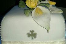 Sugar flowers plus cake