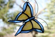 Marco del espejo y mariposas
