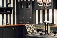 Zwarte keukens / Hou je van design dan kun je met zwarte keukens alle kanten op!