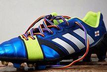 Cordones contra la homofobia / Os presentamos los cordones contra la homofobia que lucirá Italia en su amistoso contra España este próximo miércoles 5 de marzo.