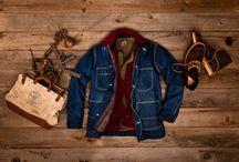 How to wear… denim chore coats! / Met koelere temperaturen voor de deur, wordt het langzamerhand weer tijd om de winterjas van de kapstok te halen. Maar wat doe je als het nog steeds te warm is voor je winterjas, maar te koud om in je trui naar buiten te gaan? Juist, dan neem je de tussenjas! Onze vintage denim chore coats (vanaf 35 euro) zijn lenen zich hier perfect voor. Zie het als een mix tussen een jas en een overhemd. En omdat de meeste van binnen gevoerd zijn met flanel, houden ze je extra warm!