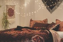 Bohemian Bedrooms / Bring Boho chic to your bedroom with these beautiful and easy ideas to bring playfulness into your home.