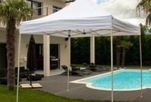 Tentes pliantes FESTIVE / Des tentes pliantes pour la famille, Toile 260gr/m² en nylon polyester, armature métal, pack murs d'entourage.