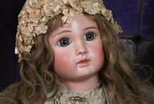 Les poupées / I consider dolls to be works of art. Here are some lovely ones that I'm not willing to break the bank on to purchase for myself, but which I enjoy looking at. I am most partial to French fashion dolls of the mid-19th century.