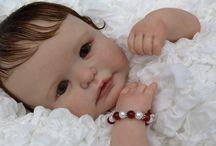 Le Bambole Reborn / Questo blog è dedicato alle splendide Bambole Reborn. Troverete bambole pronte per l'acquisto e tante curiosità, informazioni, accesori e consigli per personalizzare le vostre creazioni. Una Bambola Reborn è un regalo di qualità che emoziona e fa sognare!