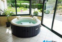Ambiance cocooning ! / Profitez des plaisirs du spa à domicile ! Détendez-vous grâce aux bulles ou laissez-vous masser par la puissance des jets !