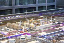 Industrial models. Промышленные макеты / Промышленные макеты - это копии заводов, фабрик, оборудования в уменьшенном масштабе. Очень часто макеты используются в нефтегазовой и энергетической отрасли. Создаются макеты и для сельскохозяйственной отрасли. Промышленные макеты заказывают, когда нужно привлечь инвестиции в проект, продемонстрировать оборудование и технологии, презентовать проект на форуме, выставке или в офисе, а так же для участия в тендерах. Качественно сделанный макет дает участнику весомое преимущество в конкурсе.