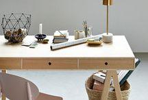 House Doctor / House Doctor ist eine dänische Marke, die 1999 gegründet wurde. Sie steht für eine große Auswahl an Möbeln und Accessoires, wie beispielsweise Deko-Objekte, Textilien oder Lampen. Wir lieben die verschiedenen Einflüsse und den eindeutig skandinavischen Stil. Die Marke zeichnet sich durch Objekte hoher Qualität, die größtenteils in Dänemark gefertigt werden, aus. Tradition steht im Mittelpunkt von House Doctor!