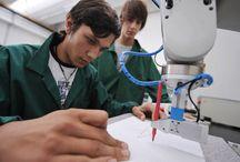 Operatore Elettronico / Immagini delle attività del settore elettronico ed automazione nei percorsi triennali di formazione per i giovani dopo la scuola media (IeFP) I corsi sono attivi a Mirano (VE) - Padova - Treviso - Verona - Isola della Scala (VR) - Vicenza