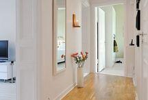 pavimenti marroni-porte bianche